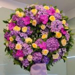 Cvetličarna Omers - venec vijola rumeni
